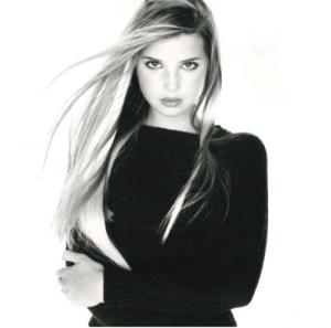 À l'époque, elle posait dans des publications telles que Glamour ou Elle.