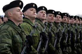 Les fiers soldats russes.