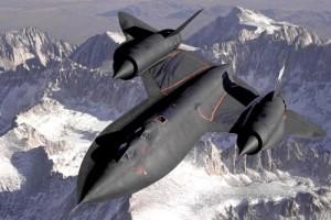 Lorsqu'on parle d'avions impressionnants, on ne peut pas omettre le SR-71 Blackbird. Ce dernier pouvait s'élever à plus de 70?000 pieds et atteindre Mach 3. Sa vitesse incroyable lui permettait d'échapper aux missiles antiaériens. L'armée américaine l'a retiré du service dans les années 90.