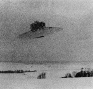 Le Vril-7 ou RFZ-7 développé par la société du Vril,en Allemagne. La photo que vous voyez aurait été prise en 1939,selon les archives allemandes.Il serait issu de la technologie extraterrestre.