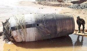 un-mysterieux-cylindre-de-metal-tombe-du-ciel-pres-dun-village-birman