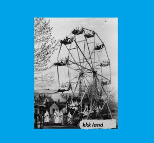 En 1925, il n'y avait pas de Disney World! Au lieu de cela, l'endroit le plus heureux sur Terre (si vous êtes blanc) était KKKLand à Canon City, Colorado! Ps. KKKLand n'est pas le vrai nom du parc d'attractions.
