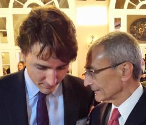 John Podesta a été pris en photo avec Justin Trudeau,le pseudo premier ministre cool et pro-arabe du Canada:le complot peut  même avoir commencé là! John Podesta est impliqué dans le vaste réseau de pédophilie mondial.