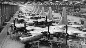 Le B-32 Dominator a été conçue comme une mesure d'assurance contre le B-29 défaillant. Le Dominator a été construit en petit nombre et utilisé dans un petit nombre de missions de combat.
