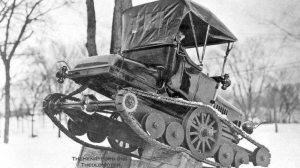 Le Ford tout-terrain Modèle T était une brève entrée dans la ligne Ford de véhicules. Plutôt que d'utiliser un système de 4 roues motrices moderne, ce cabriolet est appuyé sur de grandes roues militaires et des câbles de neige.