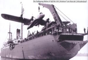Les coûts de l'expédition Antartique Allemande ,contrairement à ce qui a été écrit,furent totalement absorbés par diverses sociétés secrètes allemande dont: l'Ahnenerbe,la Société du Vril,les Junkers,etc. Il y eut aussi de grands donateurs privés dont I.G. Farben. Vous voyez ici l'arrière du porte-avions Schwabenland qui fut  au coeur de l'expédition.