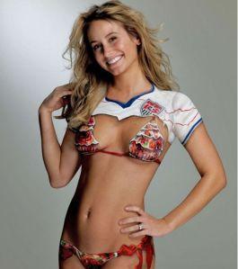 Une belle supportrice de foot Qui a dit que le football était juste un sport pour les hommes ?