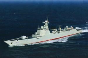 CNS Linyi L'un des navires les plus sophistiqués appartenant à la marine chinoise, le CNS Linyi a la capacité anti-sous-marin. Il peut bloquer des missiles. Il peut transporter à la fois des avions et des hélicoptères.