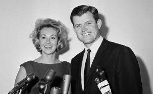 L'épouse de Ted Kennedy, Joan Bennett Kennedy, a subi deux fausses couches avant Ted a été impliqué dans l'incident Chappaquiddick. Le jour de l'incident, elle était enceinte et alitée afin de réduire le risque de fausses couches d'autres. Joan se tenait près de son mari au tribunal quand il a plaidé coupable à quitter la scène d'un accident. Elle a subi une troisième fausse couche peu après.