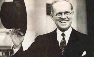 Le père de JFK, Joseph P. Kennedy Sr. a été presque tué le 16 Septembre 1920, quand il est arrivé à être présent sur le coin de mur et de larges rues au moment de l'attentat de Wall Street. Kennedy a été jeté à terre par la force de l'explosion. Cependant, la malédiction Kennedy a décidé de le laisser vivre ce jour-là ...