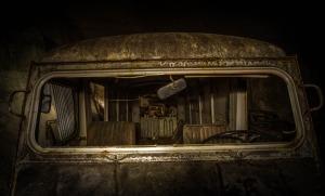 Plutôt que d'être juste une autre carrière vide, le tunnel dans le centre de la France contenait un énorme trésor de voitures anciennes. Elles étaient en train de rouiller loin de la vie des humains, et donnaient l'impression qu'elles n'avaient pas vu la lumière du jour depuis des décennies.